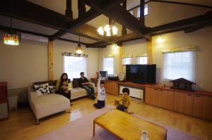 写真:子どもたちが大喜びの吹き抜けとロフトがあるコンパクト住宅 〜札幌市白石区 蜂矢邸〜(2)