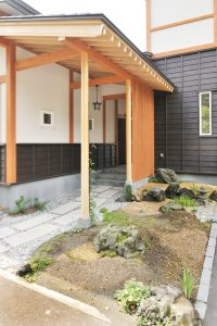 写真:新潟出身の御主人とふるさとを思いながら創り上げました 〜札幌市清田区 亀貝邸〜(2)