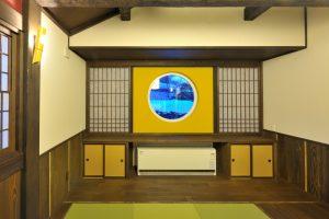 写真:古民家の風情を表現した瓦屋根と大きな梁 〜札幌市北区 中田邸〜(3)