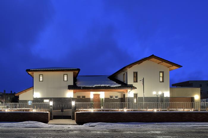 写真:シャンデリアが彩る唯一無二の和洋調和 〜札幌市白石区 嶌野邸〜(1)