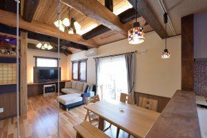 写真:梁が印象的な和モダンを愉しめる住まい 〜札幌市東区 住吉邸〜(2)